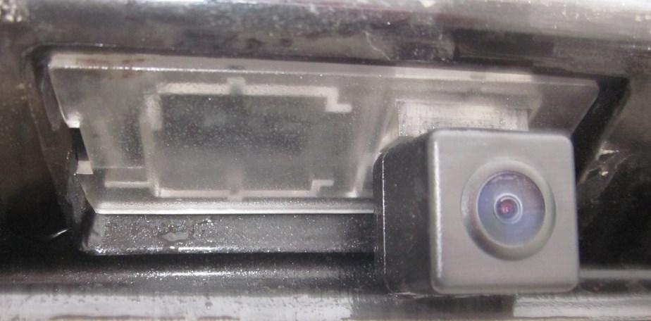 установленная камера заднего вида